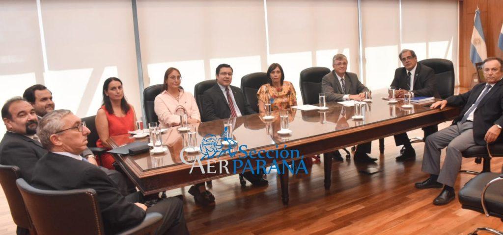 Reunión entre miembros de la sección Paraná, el CAER y el STJ